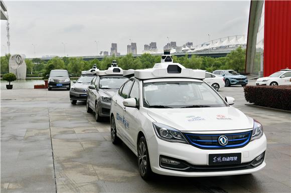 2. Robotaxi自动驾驶出租车队.jpg